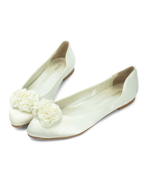 Charming Flower Ivory Satin Comfortable Bridal Shoes