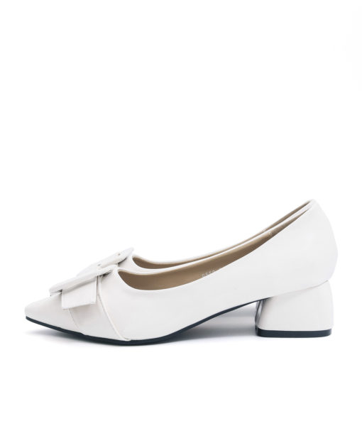 AnnaKastle Womens Big Buckle Patent Pointed Toe Pumps White